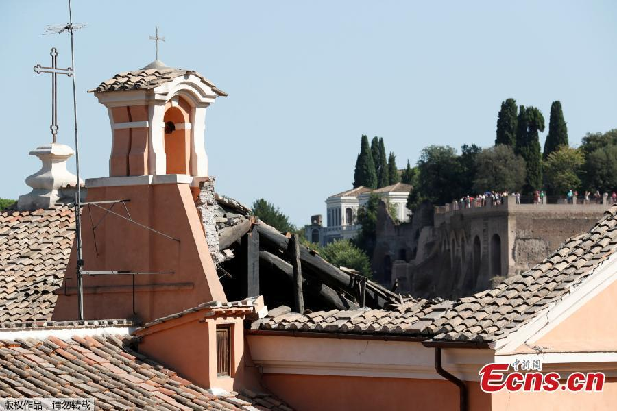 A part of the collapsed roof of the San Giuseppe dei Falegnami church is seen in Rome, Italy, Aug. 30, 2018. The church was closed to the public at the time and is normally open only for marriage ceremonies, but dogs were brought in to sniff through the rubble to make certain no one had been buried, the fire department said.  (Photo/Agencies)