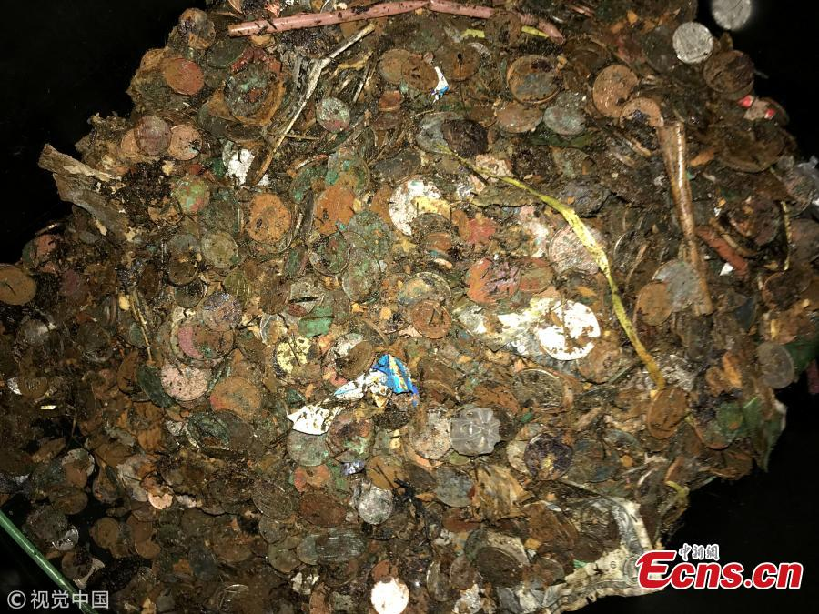 Hundreds of coins, weighing 171 kilograms, have been removed from the wishing well at the Abergavenny Arms in Lewes, East Sussex, and donated to charity during the first excavation in 20 years. And other hidden treasures in the haul included a My Little Pony doll and dozens of steak knives as well as more than a thousand 1 pound coins. (Photo/VCG)