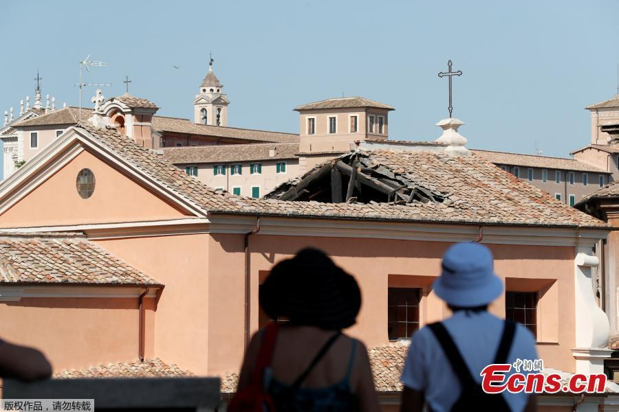 People look at the collapsed roof of the San Giuseppe dei Falegnami church in Rome, Italy, Aug. 30, 2018. The church was closed to the public at the time and is normally open only for marriage ceremonies, but dogs were brought in to sniff through the rubble to make certain no one had been buried, the fire department said. (Photo/Agencies)