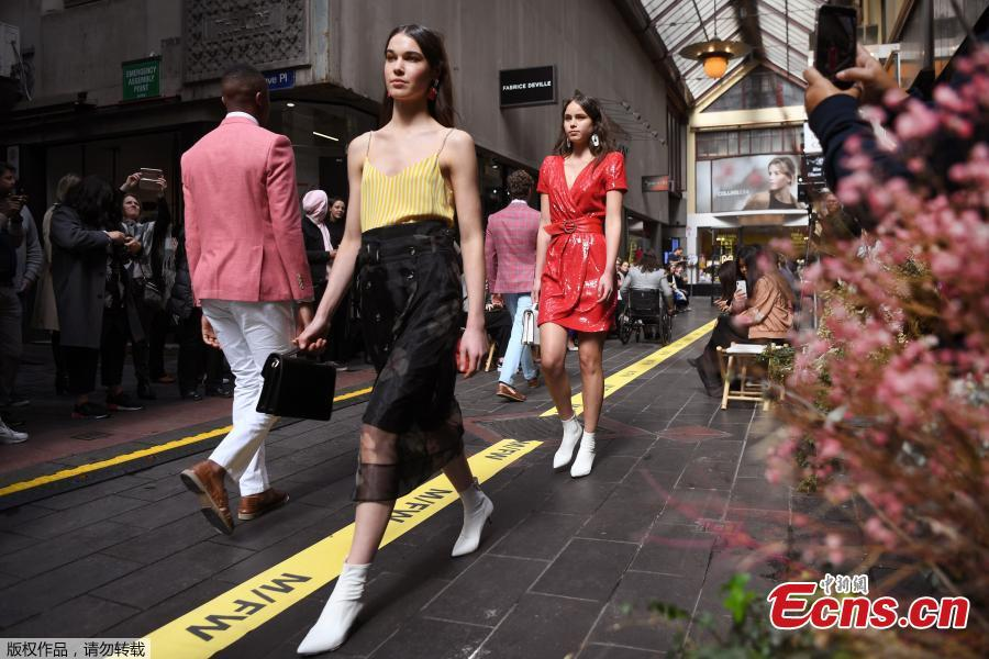 Models present the outfits on a commercial street at the Melbourne Fashion Week in Melbourne, Australia, Aug. 31, 2018. (Photo/Agencies)