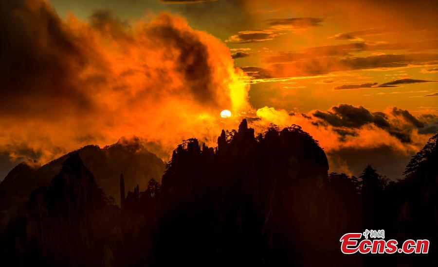 A spectacular sunrise in Mount Huangshan scenic area in Anhui Province, Aug. 30, 2018. Rolling mist between the valleys and crimson clouds created an amazing natural wonder. (Photo: China News Service/Liu Hao)