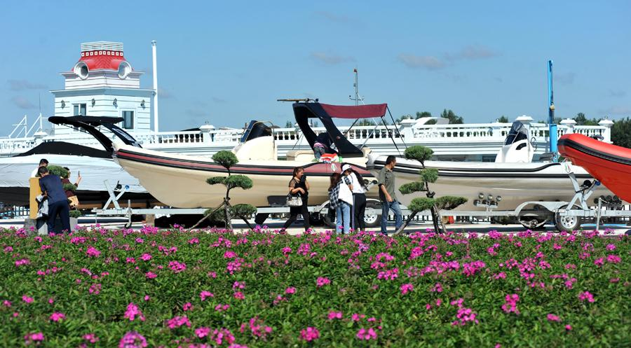 The second Harbin Yacht Exposition kicks off at Dejia Yacht Bay in Harbin, Heilongjiang province, on Aug 31, 2018.The five-day expo has attracted more than 150 companies to display their yachts, including some famous international brands.(Photo by Wang Zhenliang/For chinadaily.com.cn)