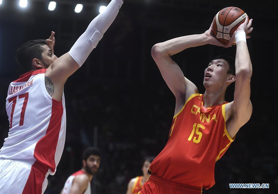 Zhou Qi (R) of China shoots during men\'s basketball final between China and Iran at the 18th Asian Games 2018 in Jakarta, Indonesia, Sept. 1, 2018. (Xinhua/Huang Zongzhi)