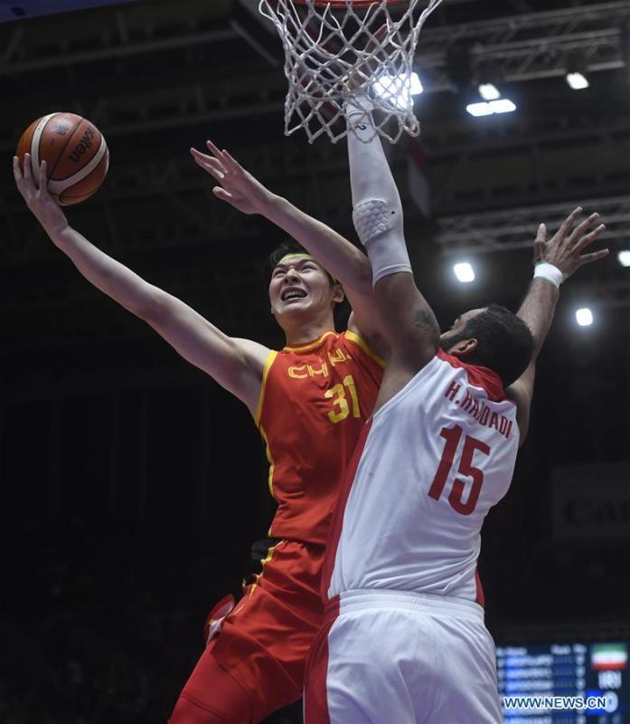Wang Zhelin (L) of China competes during men\'s basketball final between China and Iran at the 18th Asian Games 2018 in Jakarta, Indonesia, Sept. 1, 2018. (Xinhua/Huang Zongzhi)