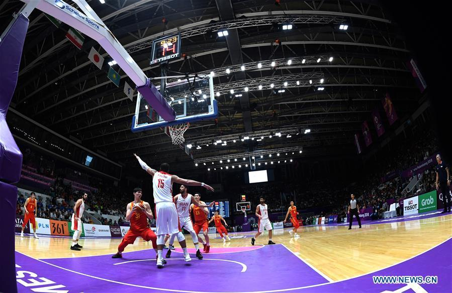Wang Zhelin (L Front) of China competes during men\'s basketball final between China and Iran at the 18th Asian Games 2018 in Jakarta, Indonesia, Sept. 1, 2018. (Xinhua/Huang Zongzhi)