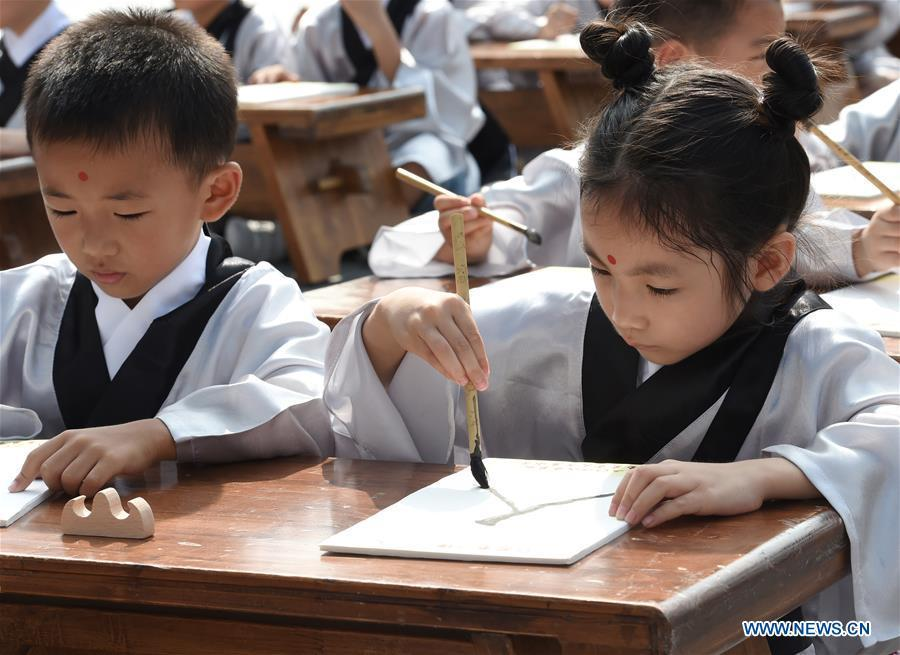 Children attend a first writing ceremony, a traditional education activity for first year students in China, in Nanjing, capital of east China\'s Jiangsu Province, Sept. 2, 2018. (Xinhua/Sun Can)