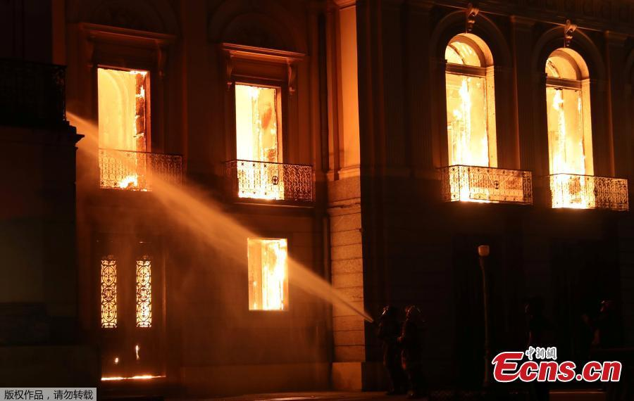 Firefighters try to extinguish a fire at the National Museum of Brazil in Rio de Janeiro, Brazil September 2, 2018.  (Photo/Agencies)