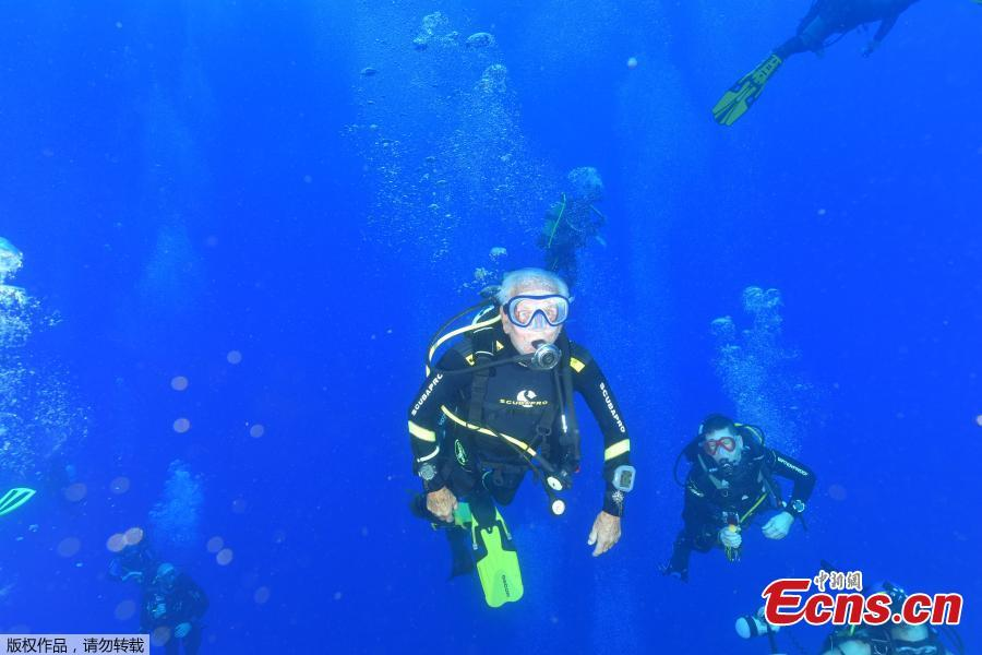 Ray Woolley, pioneer diver and World War 2 veteran, swims over the Zenobia wreck, off the Cypriot town of Larnaca, Cyprus September 1, 2018. (Photo/Agencies)