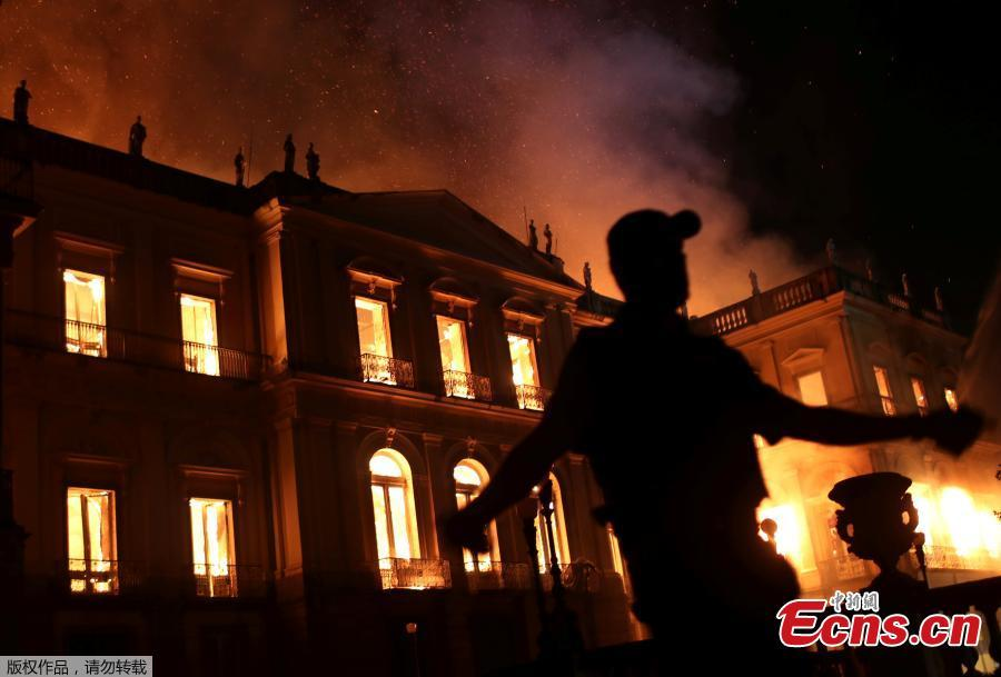 A policeman clears the area during a fire at the National Museum of Brazil in Rio de Janeiro, Brazil September 2, 2018. (Photo/Agencies)