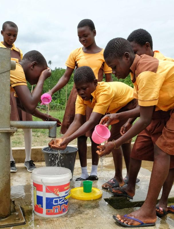 Children fetch water from a well in Guayotse village, Ghana, in June. The Chinese government provides 1,000 wells for hundreds of rural communities in six out of the 10 regions of the African country to bring clean water to the local people. (Photo/Xinhua)