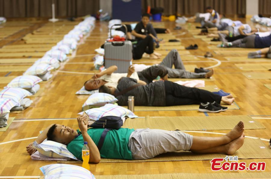 Parents of newly arrived freshmen students sleep in a gym at the Nanjing University of Aeronautics and Astronautics in Nanjing City, East China's Jiangsu Province, Sept. 3, 2018.The university opened its gym overnight to parents and provided free basic bedding. (Photo: China News Service/Yang Bo)