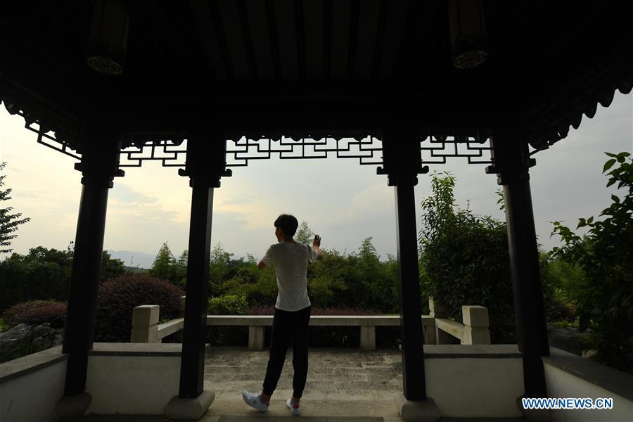 Wang Hongyuan practices singing Yue opera at Shengzhou Yue Opera art school in Shengzhou, east China\'s Zhejiang Province, Sept. 3, 2018. Wang Hongyuan, 17, was born in Taizhou of Zhejiang Province. He is the only male student who learns playing Xiaosheng (role of young man) in Yue Opera at Shengzhou Yue Opera art school. Xiaosheng are usually played by female actresses in Yue Opera which is an old art form originated in Shengzhou and noted for its lyricism and sweet tunes in China. Wang Hongyuan was granted special admission on account of his talent and resolve when he was at second grade in junior middle school. After hard practices, he has already taken part in some performances. (Xinhua/Weng Xinyang)