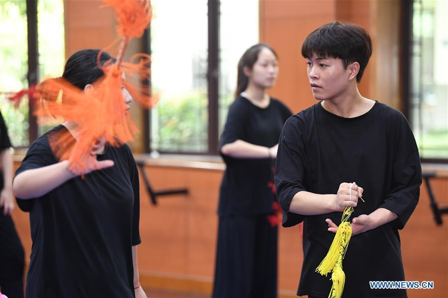Wang Hongyuan (R, front) learns performing Yue Opera at class at Shengzhou Yue Opera art school in Shengzhou, east China\'s Zhejiang Province, Sept. 3, 2018. Wang Hongyuan, 17, was born in Taizhou of Zhejiang Province. He is the only male student who learns playing Xiaosheng (role of young man) in Yue Opera at Shengzhou Yue Opera art school. Xiaosheng are usually played by female actresses in Yue Opera which is an old art form originated in Shengzhou and noted for its lyricism and sweet tunes in China. Wang Hongyuan was granted special admission on account of his talent and resolve when he was at second grade in junior middle school. After hard practices, he has already taken part in some performances. (Xinhua/Weng Xinyang)