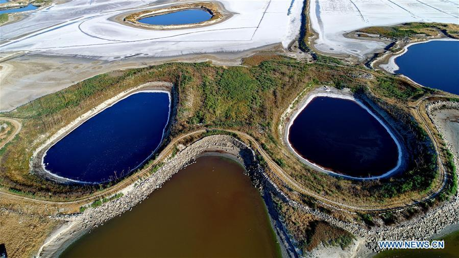 Aerial photo taken on Sept. 4, 2018 shows the scenery of salt lake in Yuncheng, north China\'s Shanxi Province.(Xinhua/Huang Wenpeng)