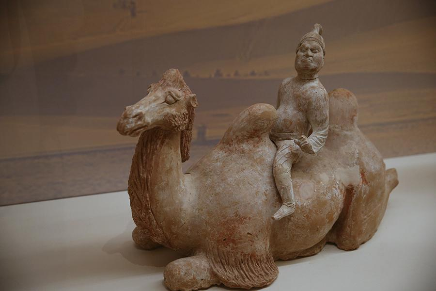 The ongoing The Grandeur of Tang at the National Museum of China puts together some 120 objects of the great era from the collections of nine museums and cultural institutions around Shaanxi Province, the former site of the imperial capital, Chang\'an (today\'s Xi\'an).  (Photo/China Daily)