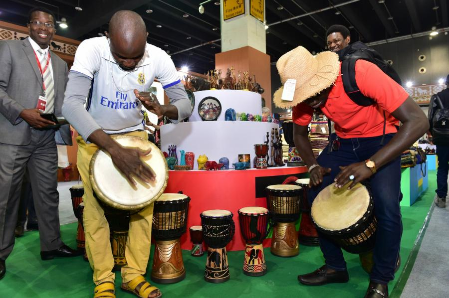 South Africans get a beat going during the China Yiwu Cultural Products Trade Fair in Zhejiang Province in April. (Photo/China Daily)