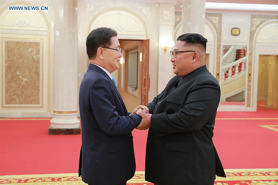 Chung Eui-yong (L), top national security adviser of the Blue House of South Korea, meets with Kim Jong Un, top leader of the Democratic People\'s Republic of Korea (DPRK), in Pyongyang, DPRK, on Sept. 5, 2018. South Korean President Moon Jae-in\'s special envoys met Wednesday with Kim Jong Un in their one-day visit to Pyongyang, the presidential Blue House of South Korea said. (Xinhua/South Korea Presidential Blue House)