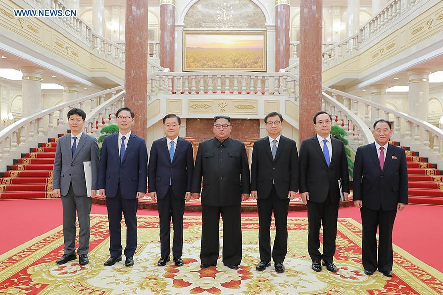 (L-R) Yun Kun-young, a South Korean Blue House official, Chun Hae-sung, vice unification minister of South Korea, Chung Eui-yong, top national security adviser of the Blue House of South Korea, Kim Jong Un, top leader of the Democratic People\'s Republic of Korea (DPRK), Suh Hoon, chief of the National Intelligence Service (NIS) of South Korea, NIS deputy chief Kim Sang-gyun and Kim Yong Chol, vice chairman of the Workers\' Party of Korea (WPK) Central Committee and director of the United Front Department of the DPRK, pose for a photo in Pyongyang, DPRK, on Sept. 5, 2018. South Korean President Moon Jae-in\'s special envoys met Wednesday with Kim Jong Un in their one-day visit to Pyongyang, the presidential Blue House of South Korea said. (Xinhua/South Korea Presidential Blue House)