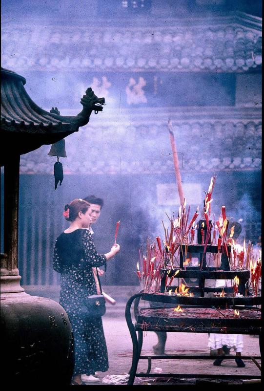 Wenshu Yuan Temple 1994 (Photo by Bruce Connolly/chinadaily.com.cn)