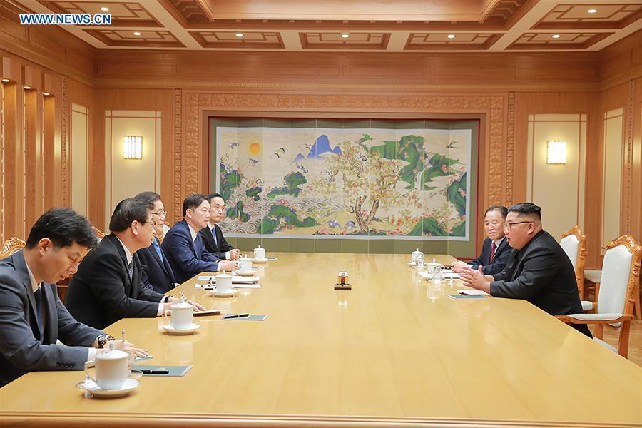Chung Eui-yong (3rd L), top national security adviser of the Blue House of South Korea, meets with Kim Jong Un (1st R), top leader of the Democratic People\'s Republic of Korea (DPRK), in Pyongyang, DPRK, on Sept. 5, 2018. South Korean President Moon Jae-in\'s special envoys met Wednesday with Kim Jong Un in their one-day visit to Pyongyang, the presidential Blue House of South Korea said. (Xinhua/South Korea Presidential Blue House)Chung Eui-yong (3rd L), top national security adviser of the Blue House of South Korea, meets with Kim Jong Un (1st R), top leader of the Democratic People\'s Republic of Korea (DPRK), in Pyongyang, DPRK, on Sept. 5, 2018. South Korean President Moon Jae-in\'s special envoys met Wednesday with Kim Jong Un in their one-day visit to Pyongyang, the presidential Blue House of South Korea said. (Xinhua/South Korea Presidential Blue House)
