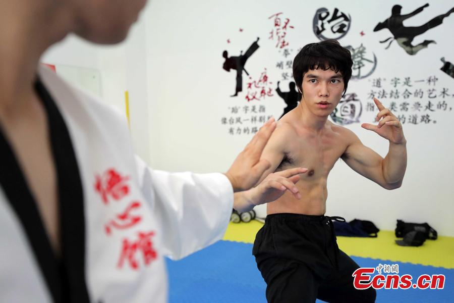 Liao Chentao, a native of Meizhou City in Guangdong Province, is an actor known for his resemblance to Bruce Lee (1940-1973), famed martial artist and cultural icon. A member of Bruce Lee Club in Hong Kong and of the Foshan Wushu Association, Liao is also the student of a master of Wing Chun, a traditional southern style of Chinese kung fu style used in close range combat. He became interested in studying Bruce Lee in high school at 15 years old, and later started his acting career in 2015. He now teaches Wing Chun at a school in Shenzhen, saying he will be ready to face any difficulties to promote kung fu. (Photo/ China News Service)