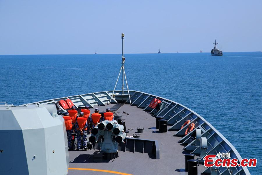 Chinese soldiers and officers work onboard Chinese frigate Huangshan during Exercise KAKADU 2018 at sea off the coast of Darwin, Australia, Sept. 6, 2018. The joint exercise was hosted by the Royal Australian Navy and supported by the Royal Australian Air Force. This year\'s event involves the participation of 27 countries, including China, Bangladesh, Canada, Chile, France, India, Indonesia, Japan, New Zealand, Philippines, Republic of Korea. (Photo: China News Service/Xu Guang)