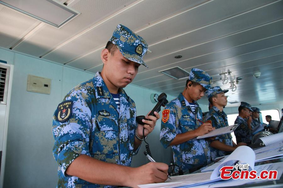 Chinese soldiers and officers work onboard Chinese frigate Huangshan during Australia\'s sea and air Exercise KAKADU 2018, Sept. 6, 2018.  The joint exercise was hosted by the Royal Australian Navy and supported by the Royal Australian Air Force. This year\'s event involves the participation of 27 countries, including China, Bangladesh, Canada, Chile, France, India, Indonesia, Japan, New Zealand, Philippines, Republic of Korea. (Photo: China News Service/Xu Guang)