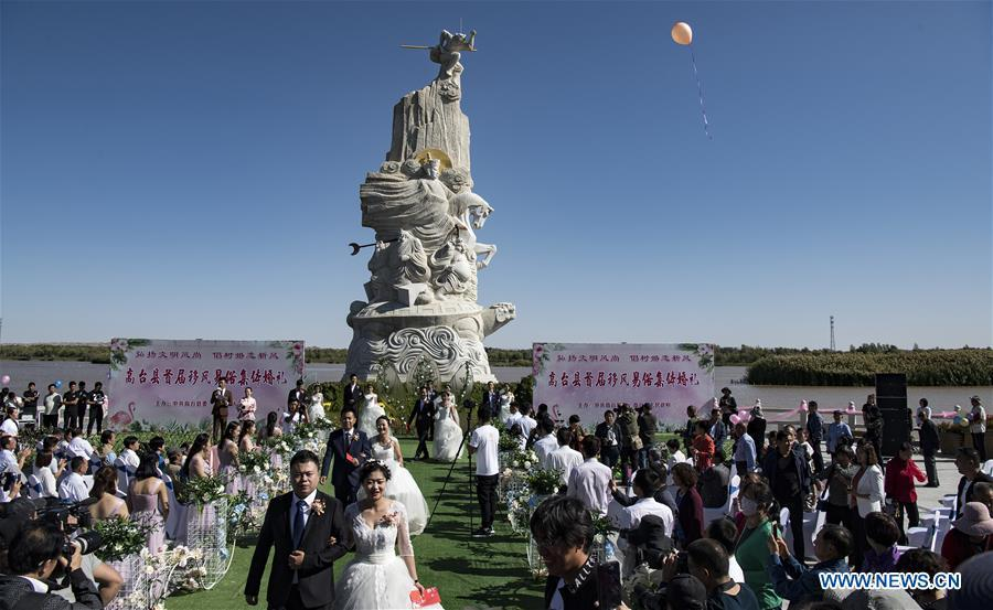 Photo taken on Sept. 7, 2018 shows the group wedding ceremony at a wetland park along the Heihe River in Gaotai County of Zhangye City, northwest China\'s Gansu Province. (Xinhua/Tao Ming)