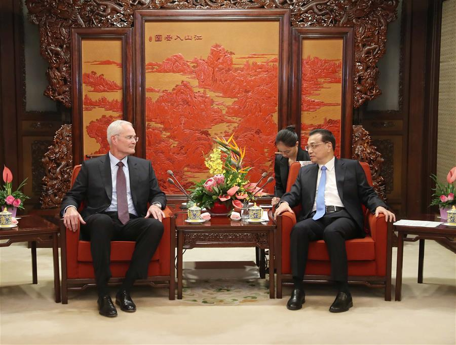 Chinese Premier Li Keqiang (R, front) meets with Darren Woods, ExxonMobil chairman and CEO, in Beijing, capital of China, Sept. 7, 2018. (Xinhua/Liu Weibing)