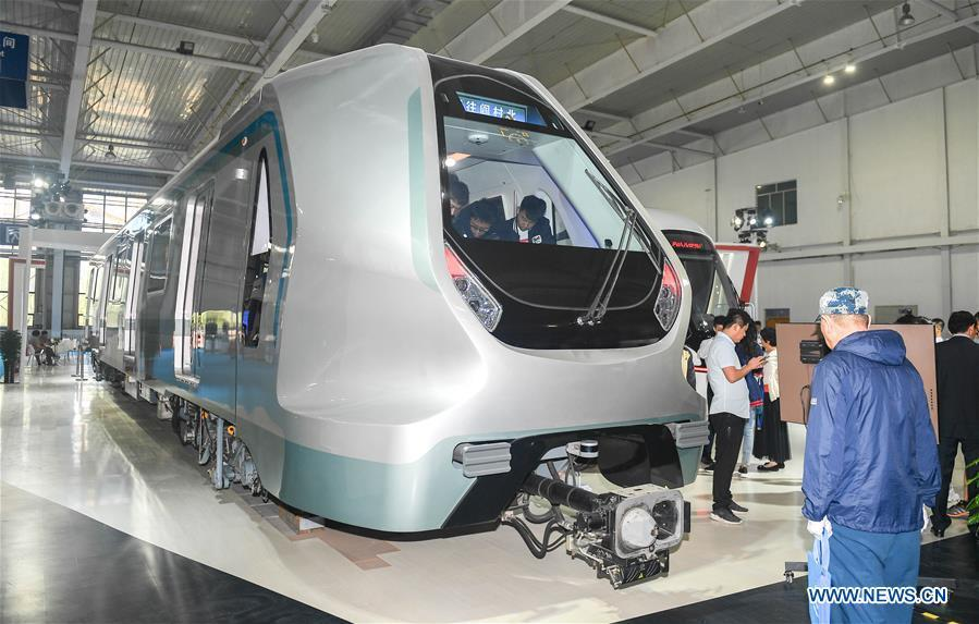 People look at the new-generation carbon-fiber light rail train at an exhibition held in Changchun, capital of northeast China\'s Jilin Province, Sept. 7, 2018. The body of the train is made of carbon fiber composite, making it more energy-efficient, according to its manufacturer CRRC Changchun Railway Vehicles Co., Ltd. (Xinhua/Xu Chang)