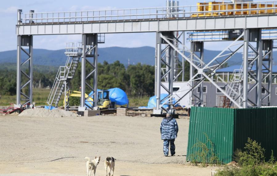 An industrial park located in northern Vladivostok, the largest city in Russia\'s Far East, has so far attracted investment from more than 40 companies. The park is also part of Russia\'s ambitious plans for Advanced Special Economic Zones in the area that offer access to a wide range of benefits, from tax incentives to administrative benefits. So far three Chinese companies, including logistics and seafood products, have set up shop in the park. (Photos: Li Hao/GT)