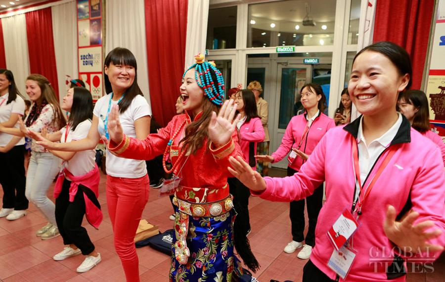 On Sunday, 41 of 1,208 Chinese youngsters who survived the 2008 Wenchuan earthquake revisited the Children\'s Center at Vladivostok in Russia's Far East where they had been sent to recuperate 10 years ago. Some teenagers were overtaken by emotions to have a reunion with their teachers with whom they spent three weeks after the