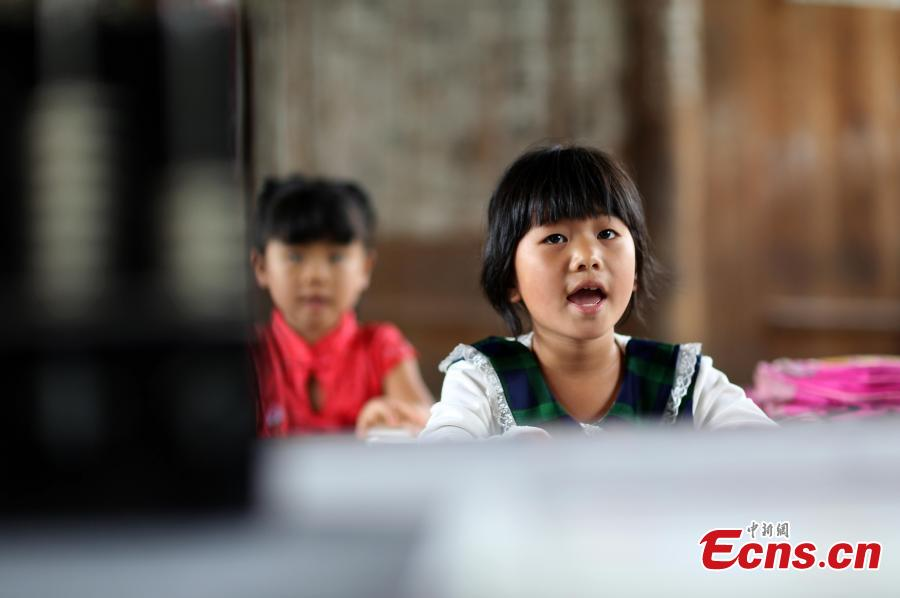 First grader Wang Fangying studies at a school in Danggan Village, Paitiao Town, Guizhou Province, Sept. 7, 2018. Yang, 40, is the only teacher in the school that has one first grader and seven pre-school children from nearby villages. If not for the school, children would have to travel to a town more than 20 kilometers away to study. (Photo: China News Service/Huang Xiaohai)