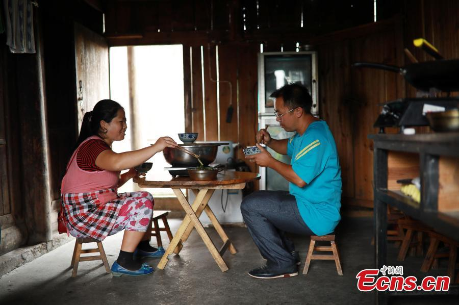 Teacher Yang Changjun and wife Li Li have lunch at a school in Danggan Village, Paitiao Town, Guizhou Province, Sept. 7, 2018. Yang, 40, is the only teacher in the school that has one first grader and seven pre-school children from nearby villages. If not for the school, children would have to travel to a town more than 20 kilometers away to study. (Photo: China News Service/Huang Xiaohai)