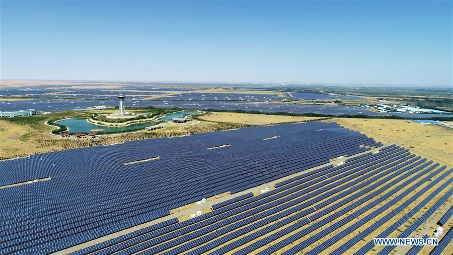 Photo taken on Sept. 7, 2018 shows the photovoltaic power station in Zhongwei City, northwest China\'s Ningxia Hui Autonomous Region. To take advantage of abundant sunshine, Zhongwei has set up a photovoltaic power industry chain. (Xinhua/Wang Peng)