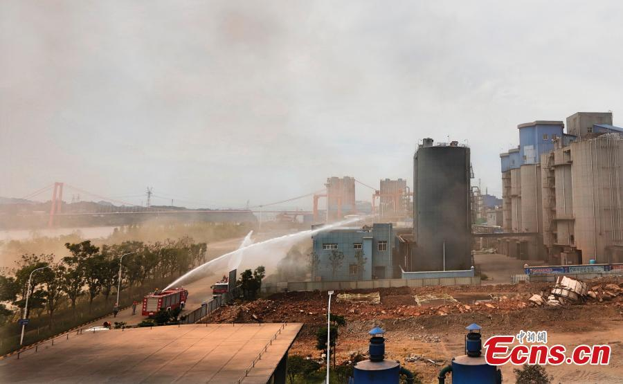 An explosion destroys a chimney at a thermal power plant in Yichang City, Central China's Hubei Province, Sept. 9, 2018. Yichang, located on the border of the upper and middle reaches of the Yangtze River, is closing chemical plants along China's longest river to improve its environmental protection. The city plans to shut down, upgrade or relocate a total of 134 chemical plants by 2020 in the ecological preservation campaign. (Photo/China News Service)