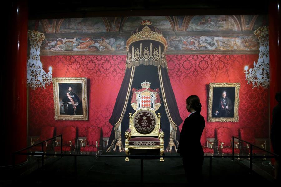 A royal throne made in 1881 for Prince Charles III is a highlight during the ongoing exhibition from Monaco in the Palace Museum. (Photo/China Daily)