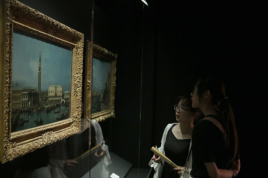 Visitors admire works by European artists. (Photo/China Daily)
