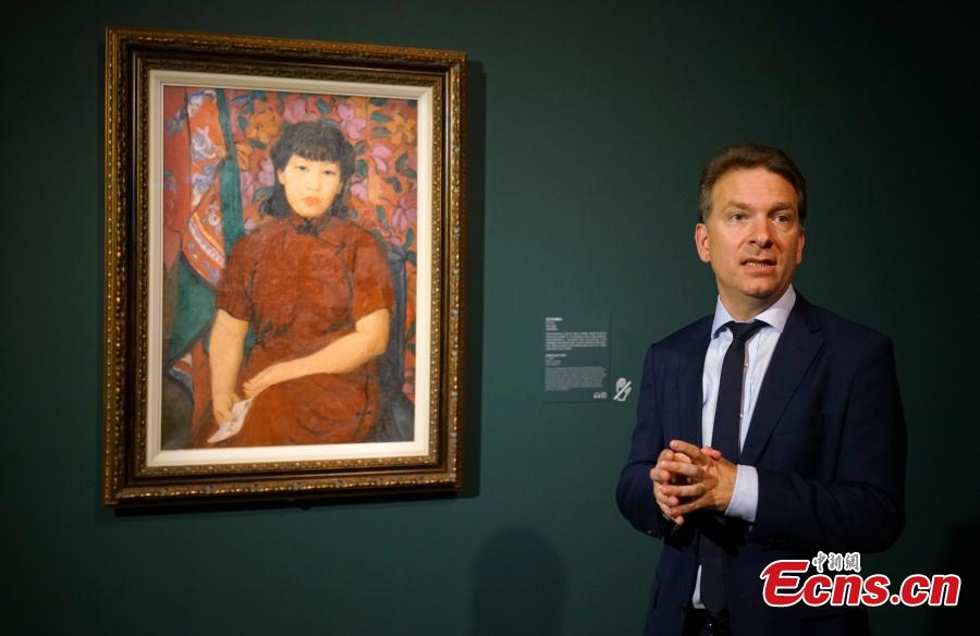 Eric Lefebvre, curator, talks about the Song of Spring: Pan Yu-Lin in Paris exhibition at the Chantal Miller Gallery, Asia Society Hong Kong Center, Sept. 11, 2018. Born of humble origins, Pan (1895- 1977) became one of the first Chinese students to study fine arts in France. With over sixty works of portraiture, nude, landscape, dance figure painting, and sculpture, this exhibition explores Pan's second period in Paris, highlighting her artistic range and distinguished style that combines eastern and western sensibilities, according to the organizer. (Photo: China News Service/Zhang Wei)