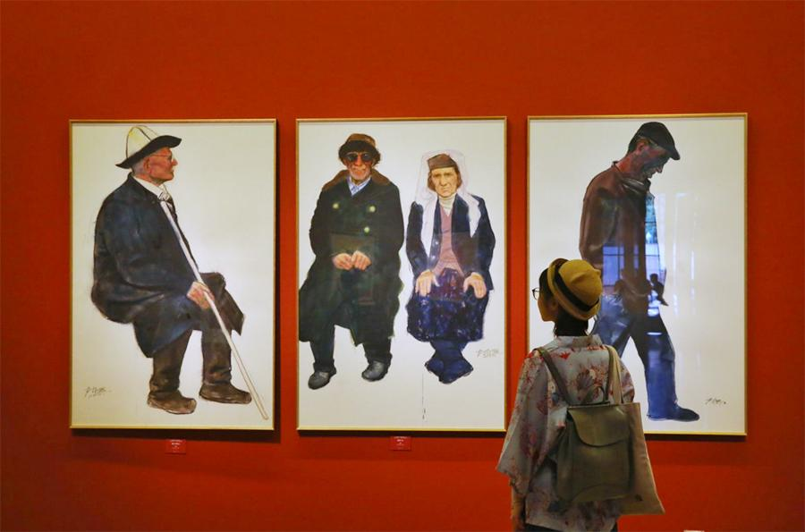 Chen Jian\'s current exhibition at the National Art Museum of China, Spirit of Simplicity, showcases dozens of his paintings, including those he did while visiting areas inhabited by the ethnic Tajik people in the Xinjiang Uygur autonomous region. (Photo by Jiang Dong/China Daily)