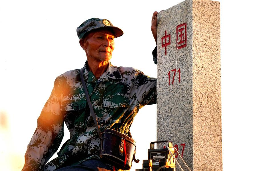 Wei Deyou patrols along the border. (Photo provided to China Daily)