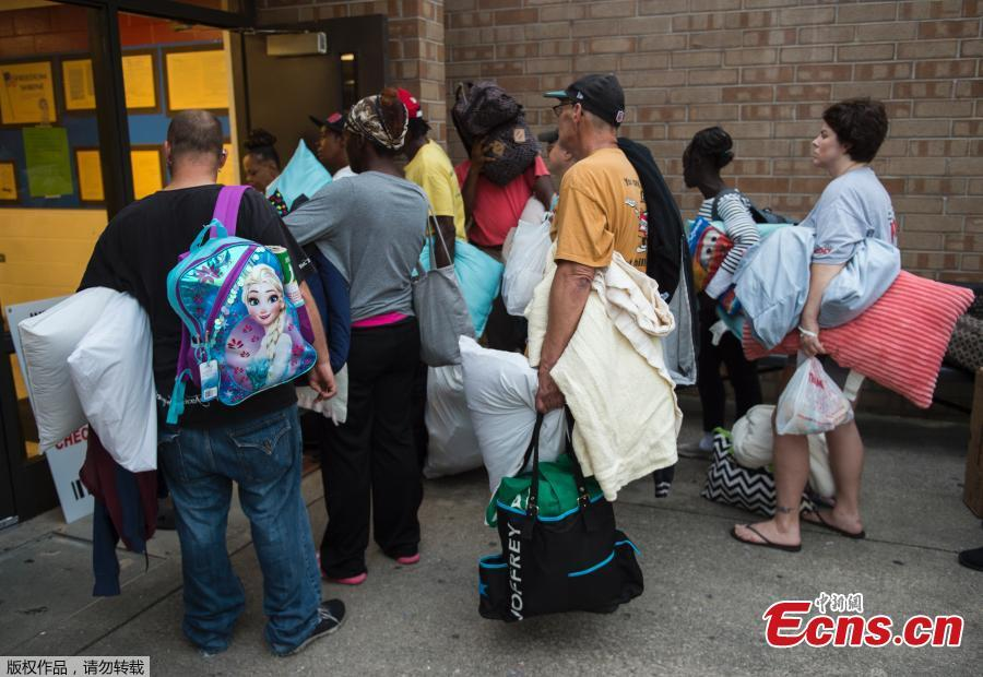 People line up to enter a hurricane shelter at Trask Middle School in Wilmington, North Carolina, Sept. 11, 2018. Hurricane Florence would deliver a \'direct hit\' to the US East Coast, emergency officials warned. More than one million people in North Carolina, South Carolina and Virginia have been told to flee their homes as the hurricane churns across the Atlantic Ocean towards the coast. (Photo/Agencies)
