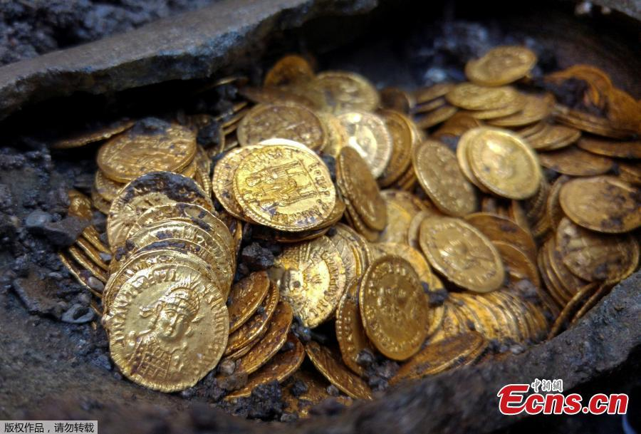 About 300 Roman-era gold coins were unearthed beneath what once was an Italian theater. The rare treasure was found by construction workers building an apartment complex at the previous site of the historic Cressoni Theater in northern Italy, which closed in the 1990s. What appears to be a soapstone vase or jar held the coins, believed to be from 474 B.C. (Photo/Agencies)