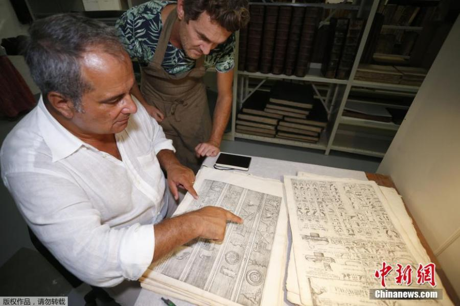 Italian Egyptologue Francesco Tiradritti (L) and Italian conservator-restorer Simone Martini look at the Thesaurus Hyeroglyphicorum book at the Ajaccio library on the French Mediterranean Island of Corsica, Sept. 7, 2018. (Photo/Agencies)
