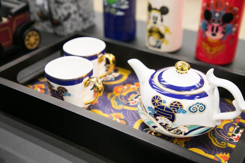 A Mickey Mouse teapot and cups set are stylized with a Chinese design.  (Photo provided to chinadaily.com.cn)