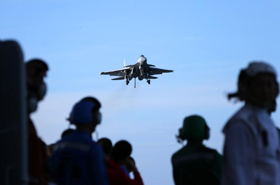 A J-15 fighter jet in training. (Photo provided to chinadaily.com.cn)