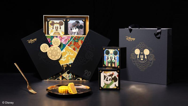 Mooncake cases and boxes are decorated with images of Mickey Mouse. (Photo provided to chinadaily.com.cn)