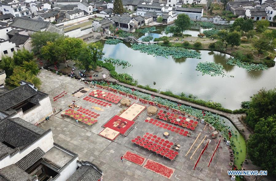 Aerial photo taken on Sept. 12, 2018 shows villagers airing crops at Chengkan Ancient Village in the city of Huangshan, east China\'s Anhui Province. (Xinhua/Shi Yalei)