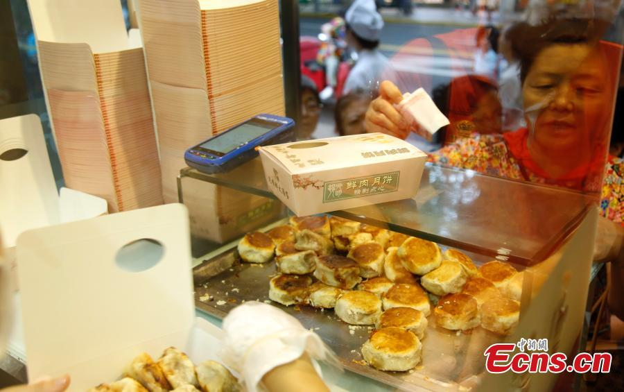 Customers queue to buy mooncakes for the upcoming Mid-Autumn Festival at a time-honored store in Shanghai, Sept. 12, 2018. The joyous Mid-Autumn Festival is celebrated on the fifteenth day of the eighth moon, Sept. 24 this year. Mooncakes are usually made with sweet fillings, such as nuts, mashed red beans, lotus-seed paste or Chinese dates, wrapped in a pastry. But the Shanghai store offers mooncakes with meat fillings, which prove to be very popular. (Photo: China News Service/Tang Yanjun)