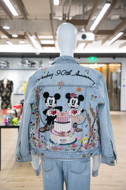 A jean jacket featuring Disney favorites Mickey Mouse and Minnie Mouse celebrates Mickey\'s 90th anniversary. (Photo provided to chinadaily.com.cn)